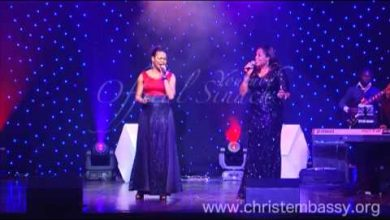 Photo of I Humbly bow – Sinach Ft Sophie (Mp3, lyrics and Video)